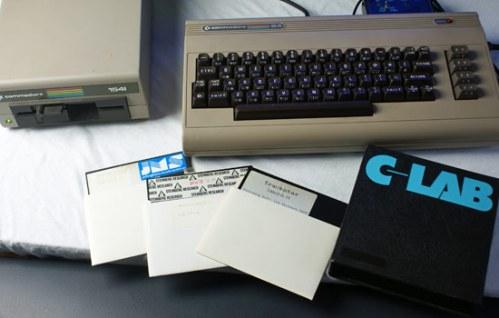 Der C-64 und drei MIDI-Programme (Foto: Riewenherm)