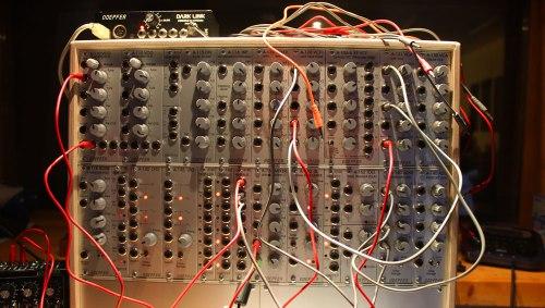Das analoge Modularsystem A-100 von Doepfer (Foto: J. Riewenherm)